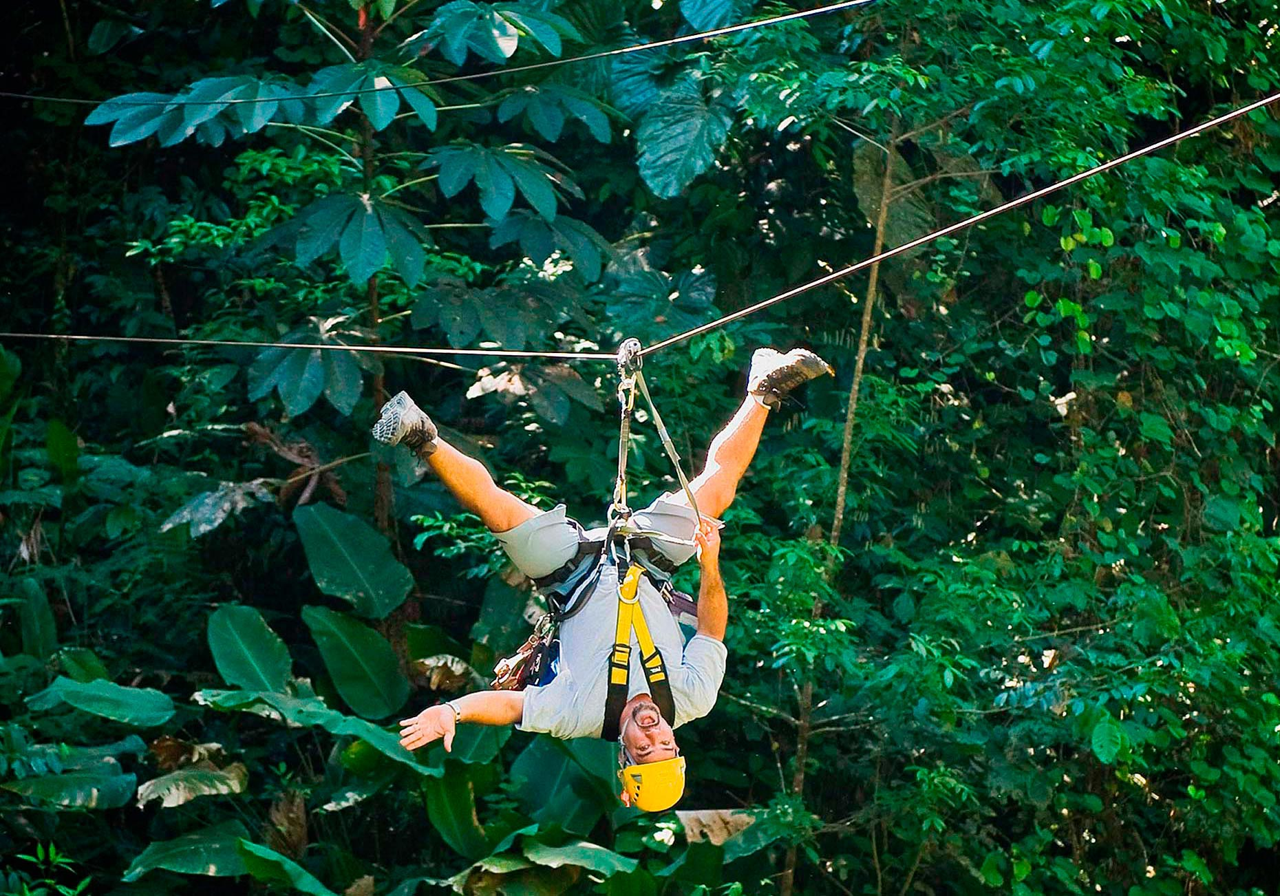 FEA_PhotoReporters_Zip-lining-through-forest_Costa-Rica