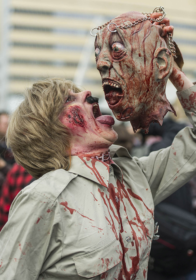 FEA_PhotoReporters_zombie-walk_Montreal_Canada