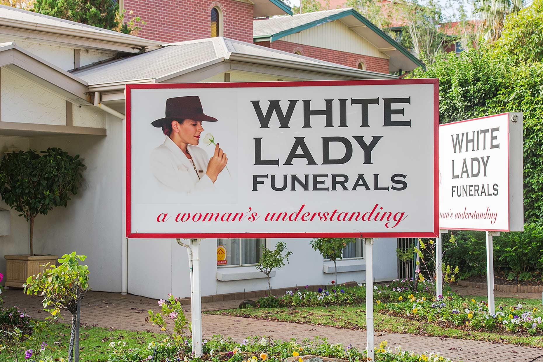 LAT_PhotoReporters_white-lady-funerals-adelaide