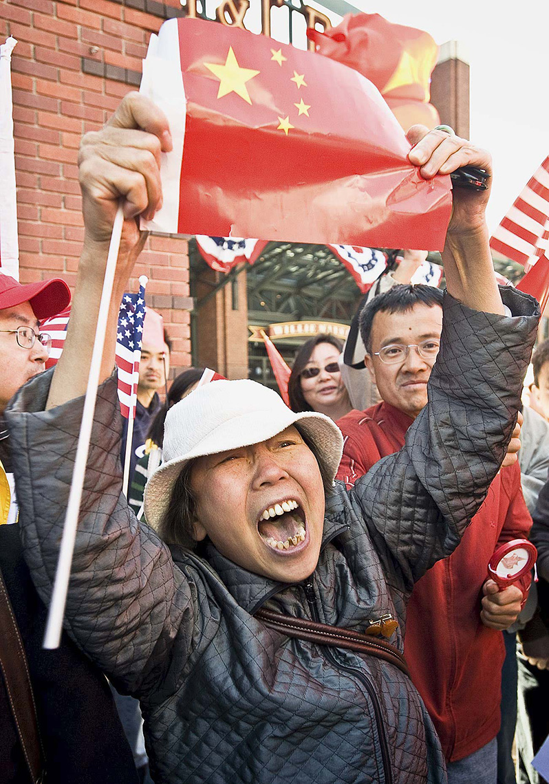 NEW_PhotoReporters_San-Francisco-Olympic-Torch-Protest-China-Tibet