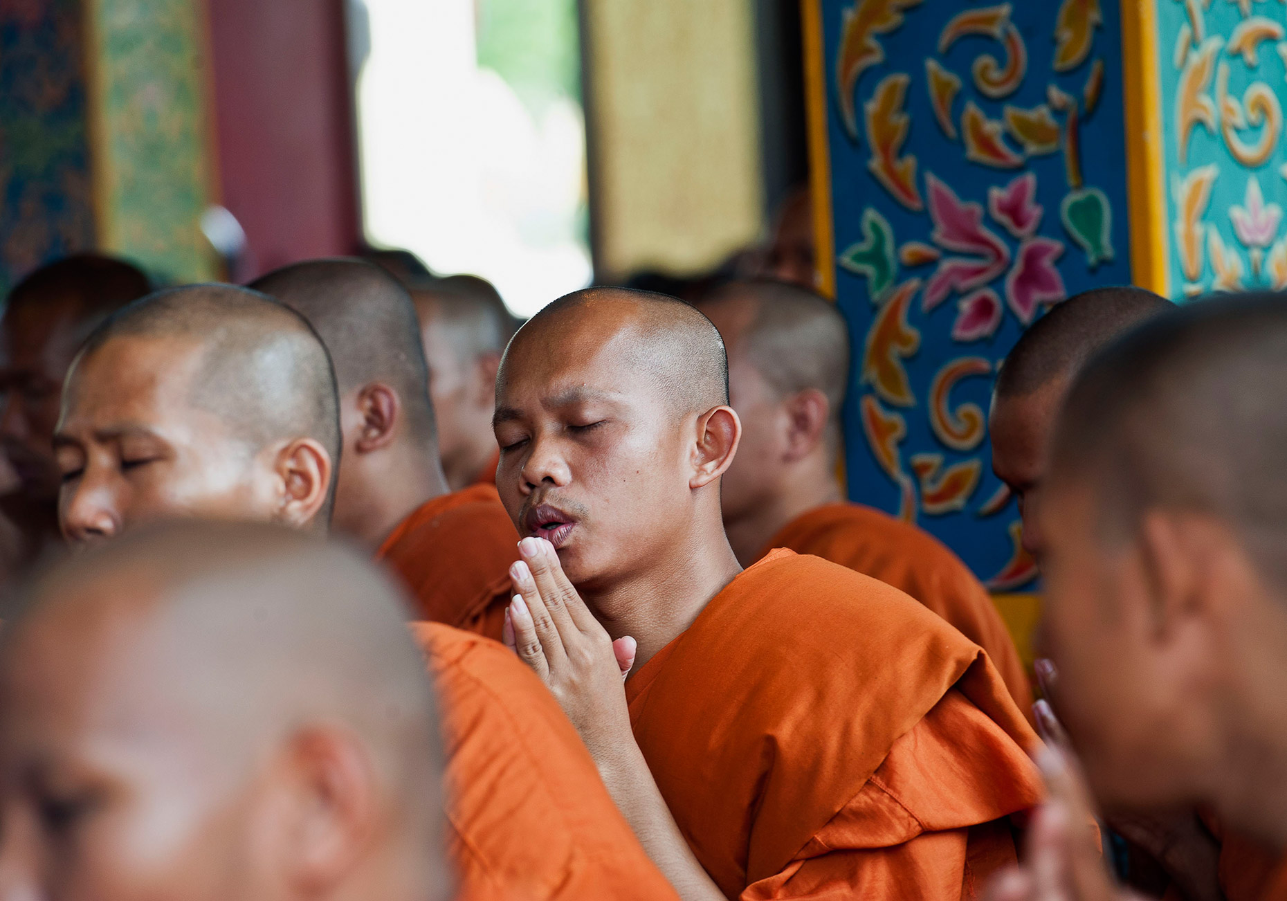 TRA_PhotoReporters_monks-praying-during-Visak-Bochea-Day_Cambodia